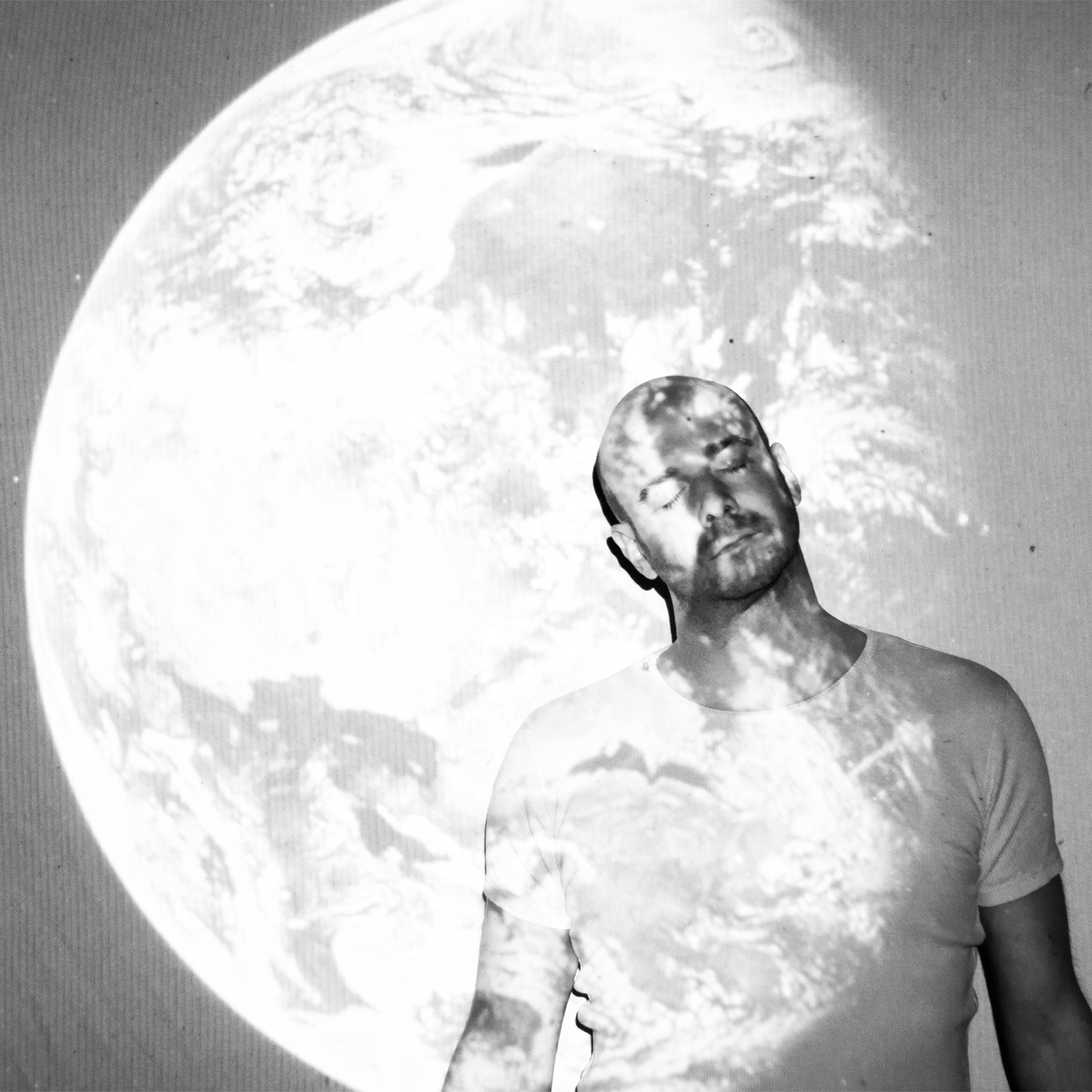 nr 1-Michael-on the moon-balck and white artist photo